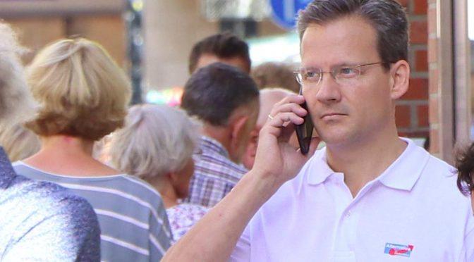 Martin Schiller telefonierend